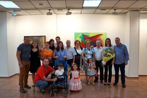 Antonia Blanco junto a su familia el día de la inauguración