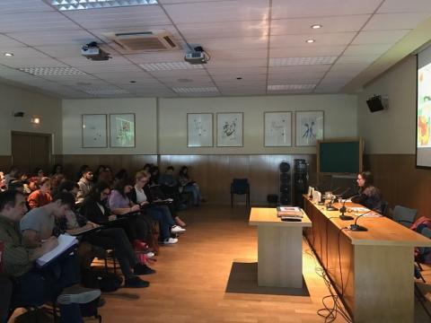 Durante el seminario, en el Salón de Grados de la Facultad