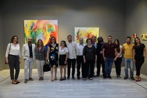 Antonia Blanco junto a su familia y amigos en la inauguración de la exposición