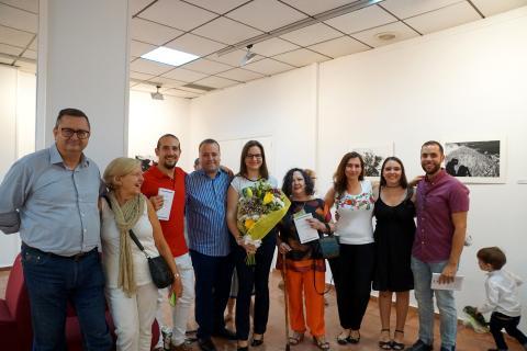 Antonia Blanco junto a amigos el día de la inauguración
