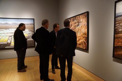 Recepción del artista Edward Burtynsky, en la galería Robert Koch de San Francisco, el 1 de noviembre de 2018
